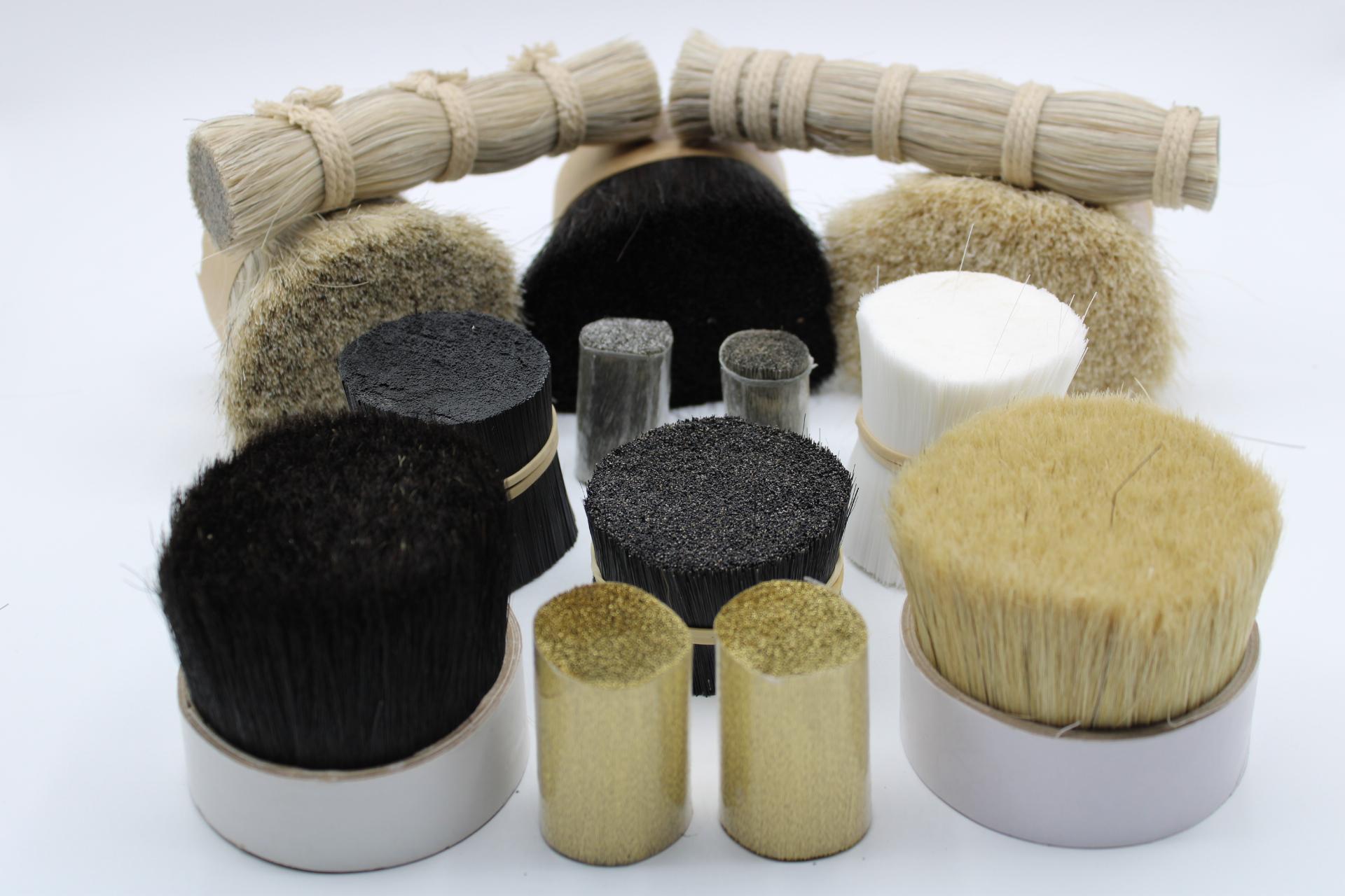 matières premières soie blanche, poils de sanglier